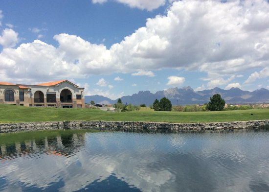 Las Cruces, NM: The clubhouse and Hole 18 green