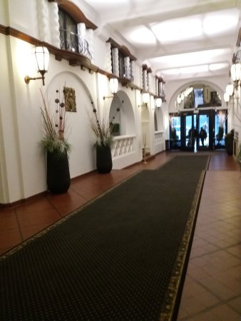 Hotel des Colonies: The entry hall