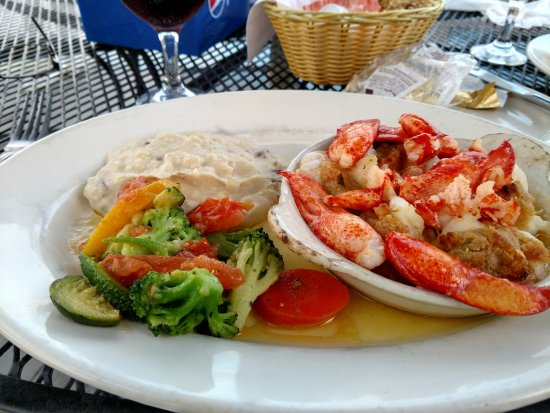 East Boothbay, ME: Stuffed shrimp and lobster! Amazing!