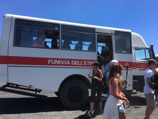 Nicolosi, Italy: Off-road bus