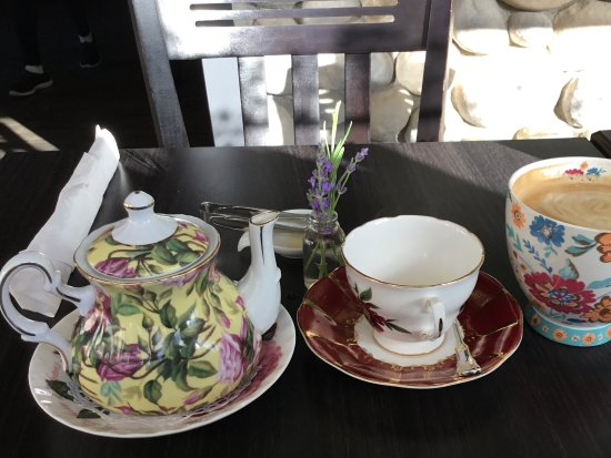 Prestige Harbourfront Resort: Nice china at breakfast