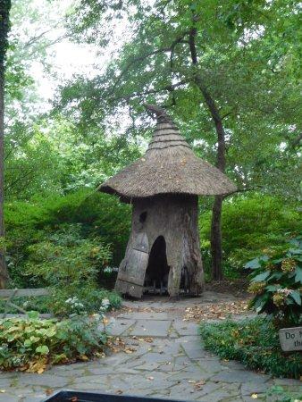Winterthur, DE: Toadstool tree