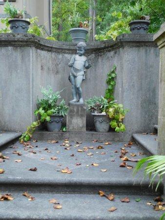 Winterthur, DE: Stately statue