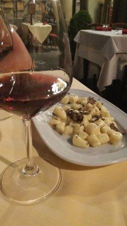 Sant'Angelo in Colle, อิตาลี: Gnocchi fatti a mano con tartufo