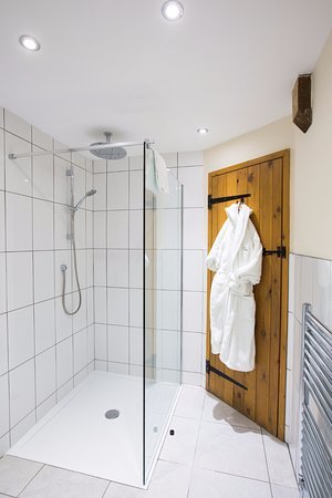 Flaxton, UK: Gardeners Lodge walk in shower