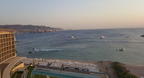 فندق كيمبنسكي العقبة: Blick auf Rote Meer vom Zimmer 7 Stock - rechte Seite.