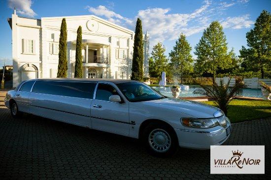 Cerro Maggiore, Włochy: villa renoir e limousine