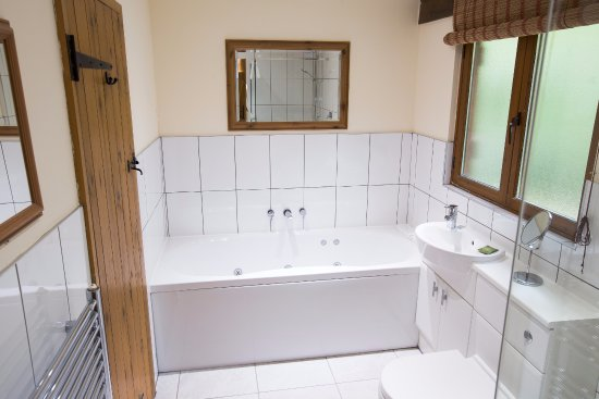 Flaxton, UK: Gardeners Lodge bathroom