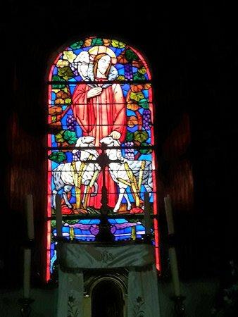 Basilique St-Sauveur: Autre vitrail.