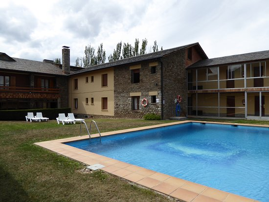Prats I Sansor, Spain: Rear accommodation area and pool.