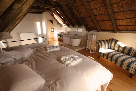 Paternoster, Sydafrika: Nieuview Cottage 2 - en-suite bedroom with big bath tub