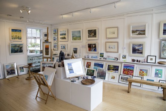 Aberfeldy, UK: Inside the front room of the gallery.