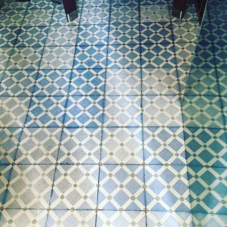 Georges Hotel Galata: Lovely bathroom tile.