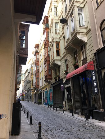 Georges Hotel Galata: View from the front door up the lovely street.