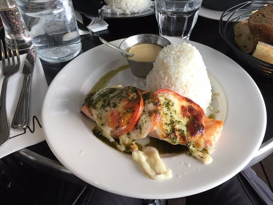 Les Ondes: Salmon with rice