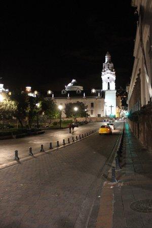 Plaza de la Independencia (Plaza Grande): Vista Garcia moreno