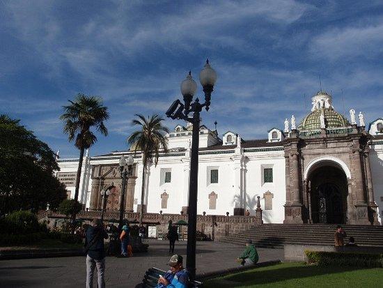 Plaza de la Independencia (Plaza Grande): Piazza e cattedrale..e gens