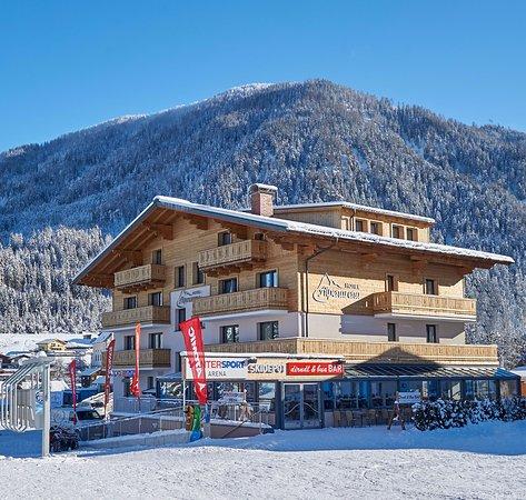 Flachau, Austria: Hotel, Bar und Intersport