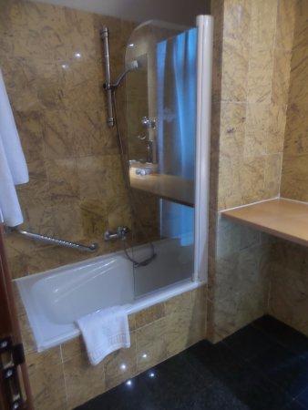 salle de bains années 70 - Picture of Parador de Arties ...