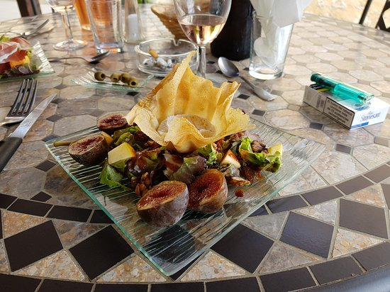 Hotel Restaurant Le Barrage: Accueil superbe Cadre au bord de la Dordogne Cuisine absolument parfaite C est délicieux