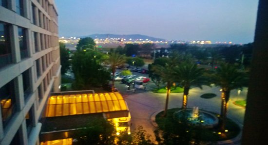 Millbrae, CA: Sunrise view from our room