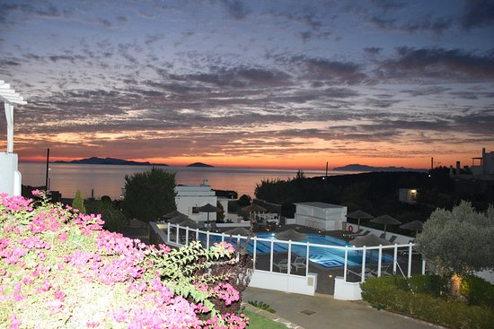 Moutsouna, Grecia: Sun rise from our terrace
