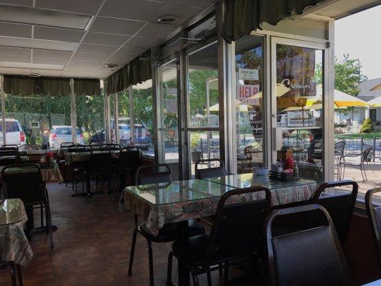 Plymouth, MI: Indoor dining area