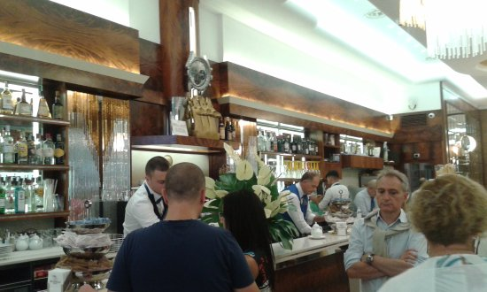 Kuva pasticceria bar le tre gazzelle milano for Bar le tre marie milano