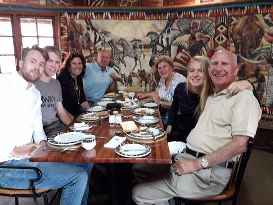 Lanseria, Sudáfrica: dineren met zijn allen
