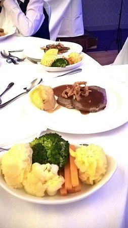 Cavan Crystal Hotel: Roast beef, side of vegetables at wedding