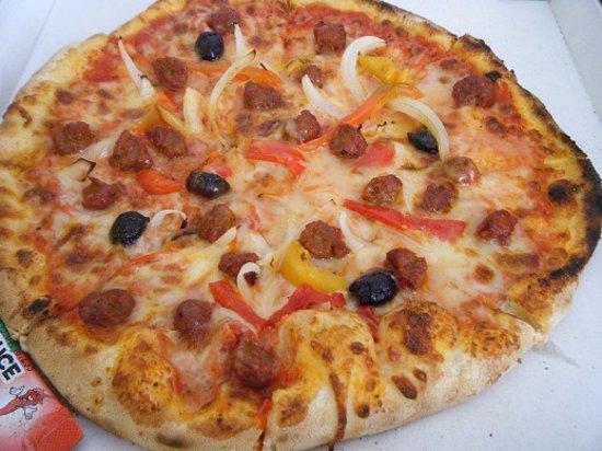 Saint-Pons-de-Thomieres, Francia: Pizza Orientale Poivrons aux deux couleurs oignons chorizo un régal !