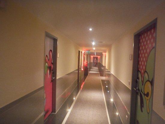 Hallway and door decor picture of arthotel munich for Hotel hallway decor
