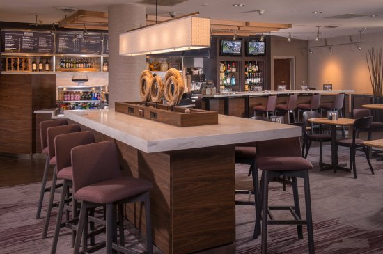 Annapolis Junction, MD: Lobby Communal Table