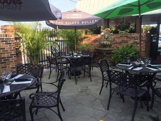 Elkton, MD: Patio Dining
