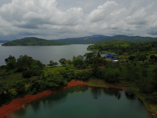 Nuevo Arenal, Costa Rica: WE ARE ON THE LAKE LOCATED INT HE PENINSULA TINAJAS