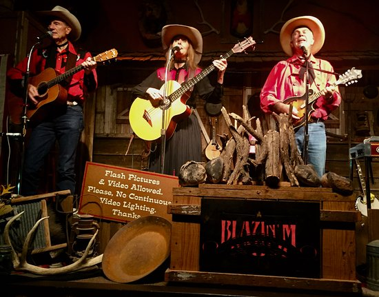 Cottonwood, AZ: The house trio includes experienced versatile musicians and fine singing.