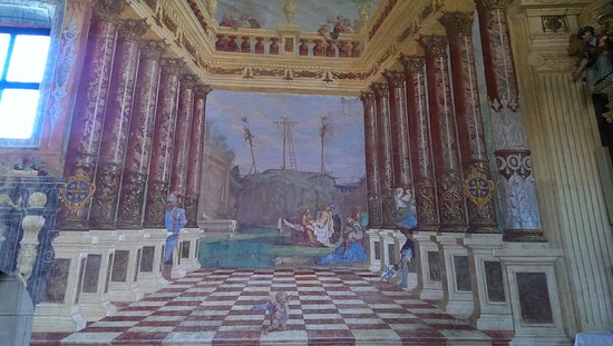 Chiusa, Italy: affreschi
