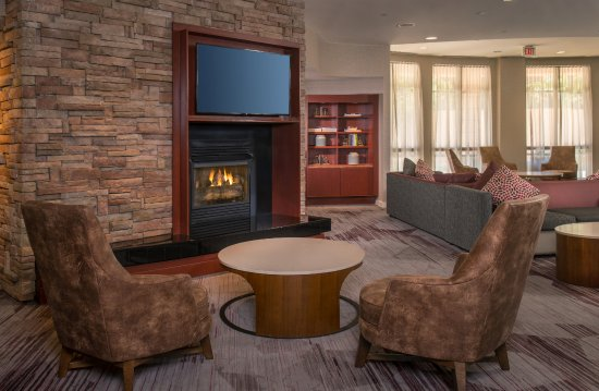 Annapolis Junction, MD: Lobby Fireplace