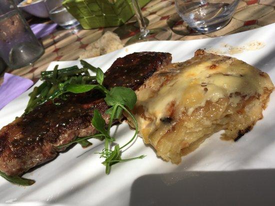 Biot, Prancis: entrecote et un VRAI gratin comme je n en n avais jamais mangé, parfumé , une pointe de canelle
