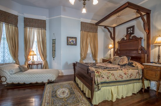 Bisland House Bed and Breakfast : Danielle's room bedding and decor