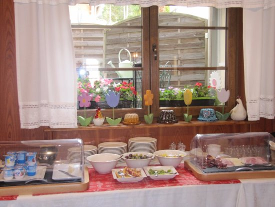Birkenwald, Frankreich: petit dejeuner