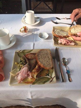 La Toscana di Carlotta: Breakfast spread in the morning