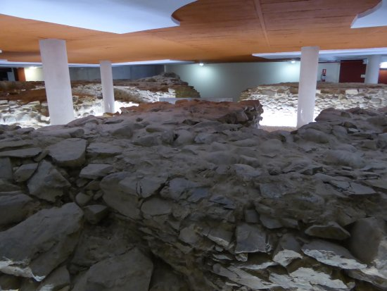 Cangas del Narcea, Spagna: ruins in the cellar