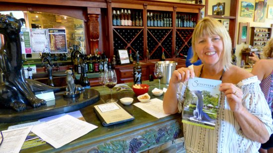 Paso Robles, CA: Fun Wine Tasting. Great gift shop.