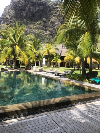Dinarobin Beachcomber Golf Resort & Spa: Just back from 8th visit! This is paradise & our favourite hotel! Ignore any negative reviews! I