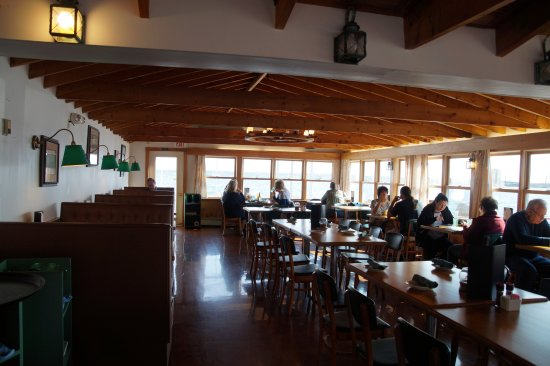 Lincolnville, Мэн: One of dining sections