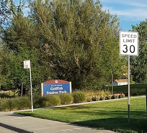 Arvada, CO: sign