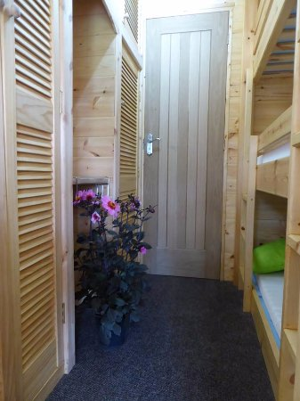 Pembridge, UK: Full Size Triple Bunks
