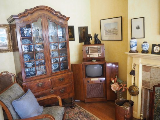 Henley-on-Thames, UK: Lord and Lady Nuffield's living room