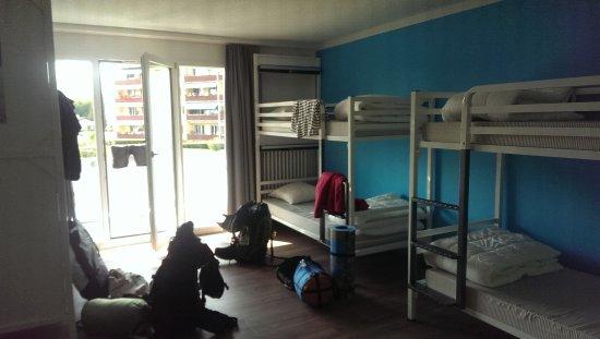Nyon, Suiza: 6-Bettzimmer mit Balkon
